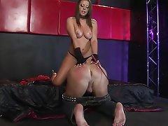 Babe BDSM Mistress Strapon
